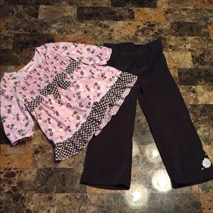 Size 3t pink top with black pants outfit!